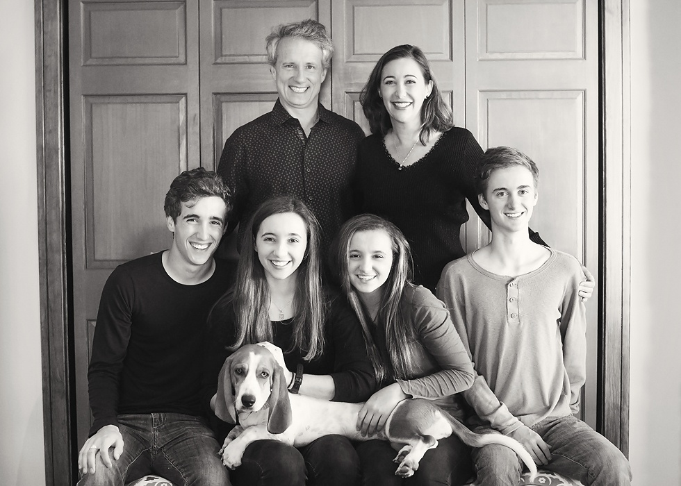 Family_with_dog