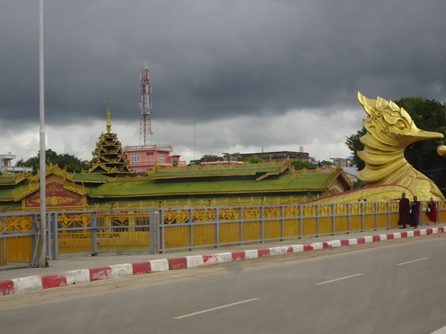 Pagoda bird boat2.jpg