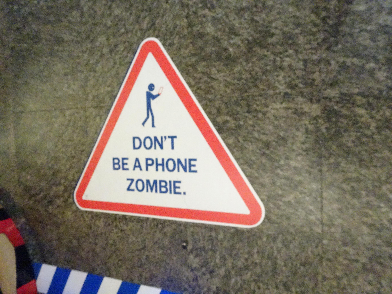 Sign Phone Zombie.jpg