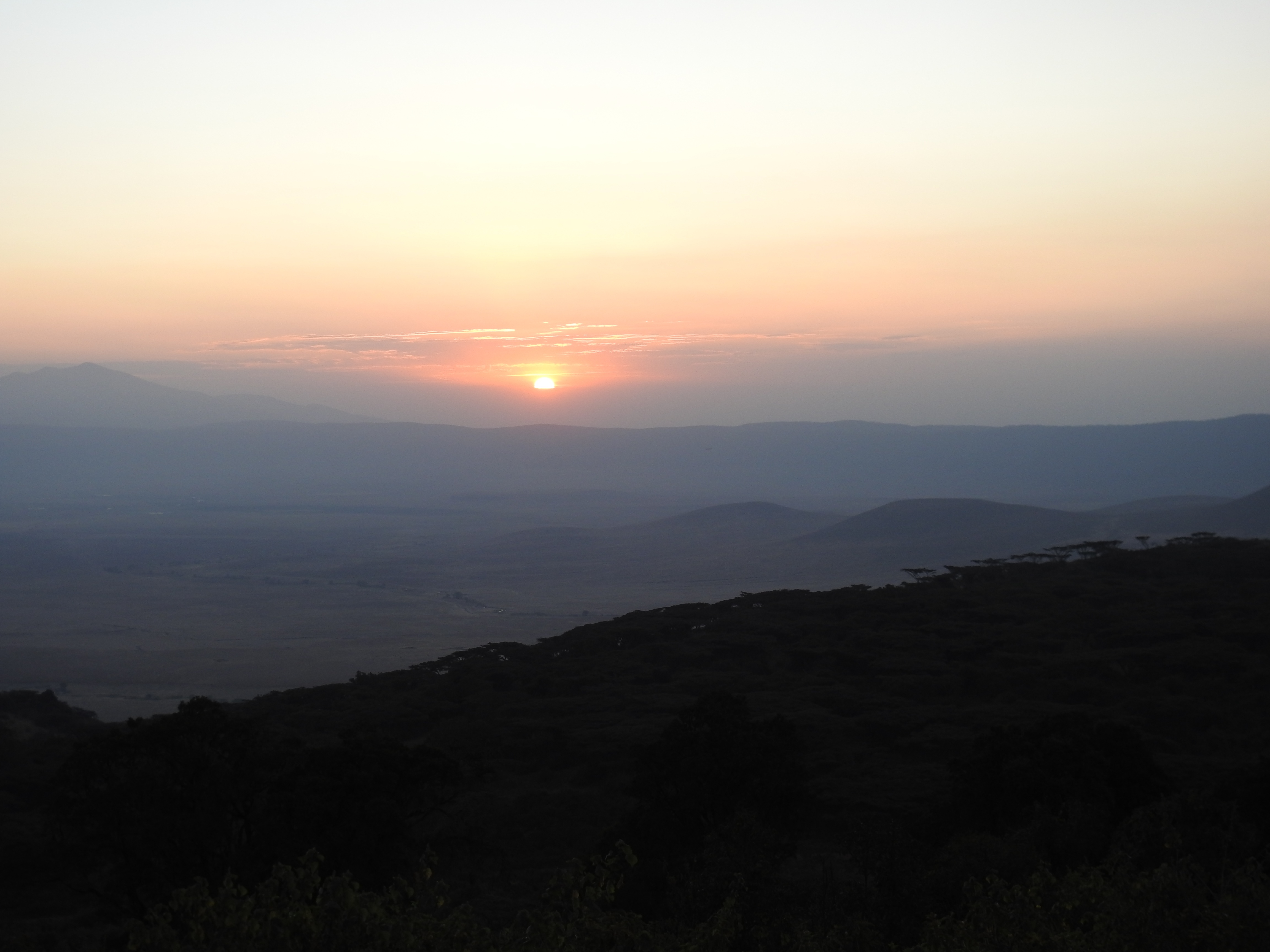 Sunset_at_crater_1.jpg