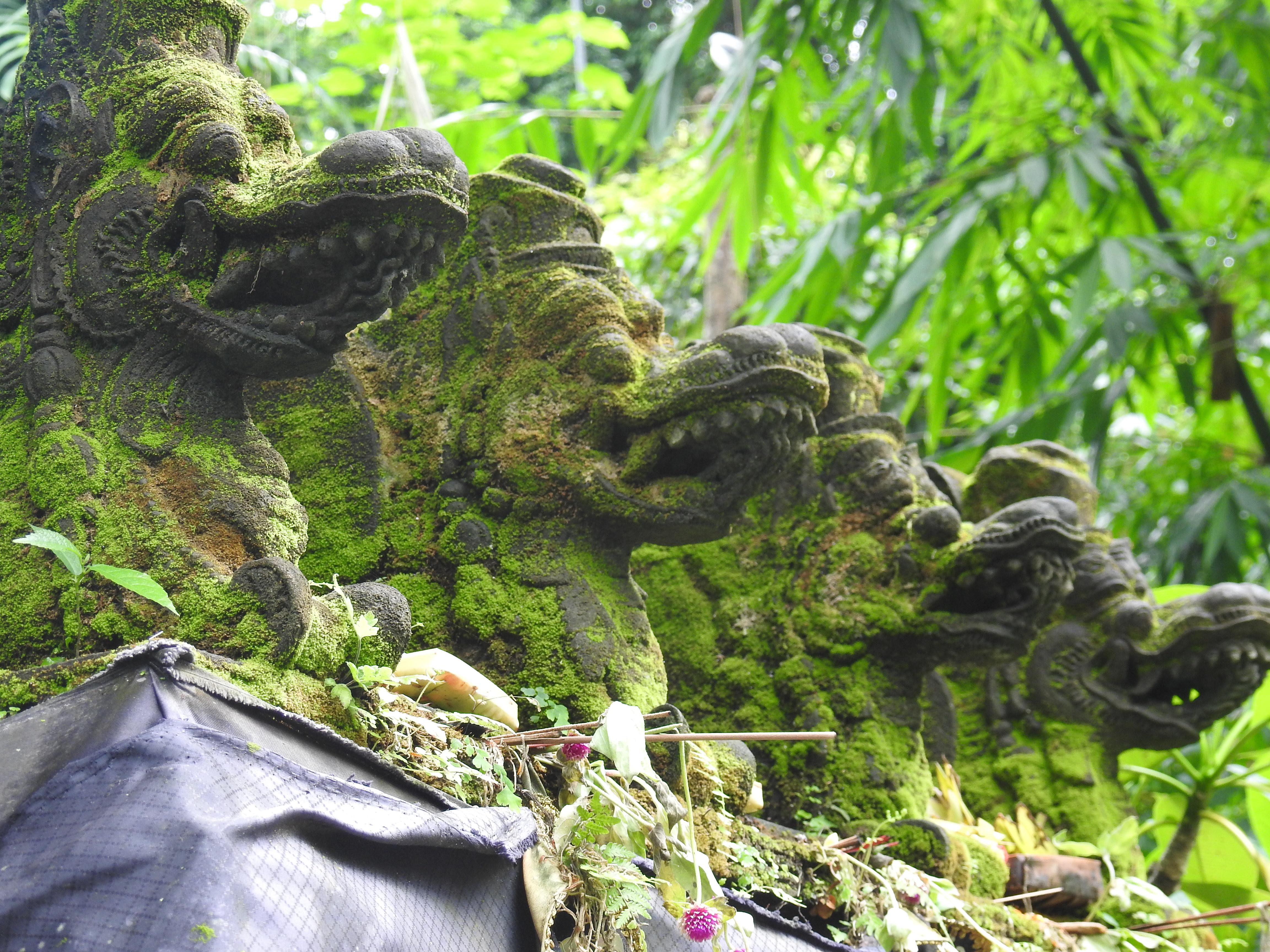 Ubu Statues dragons-1.jpg