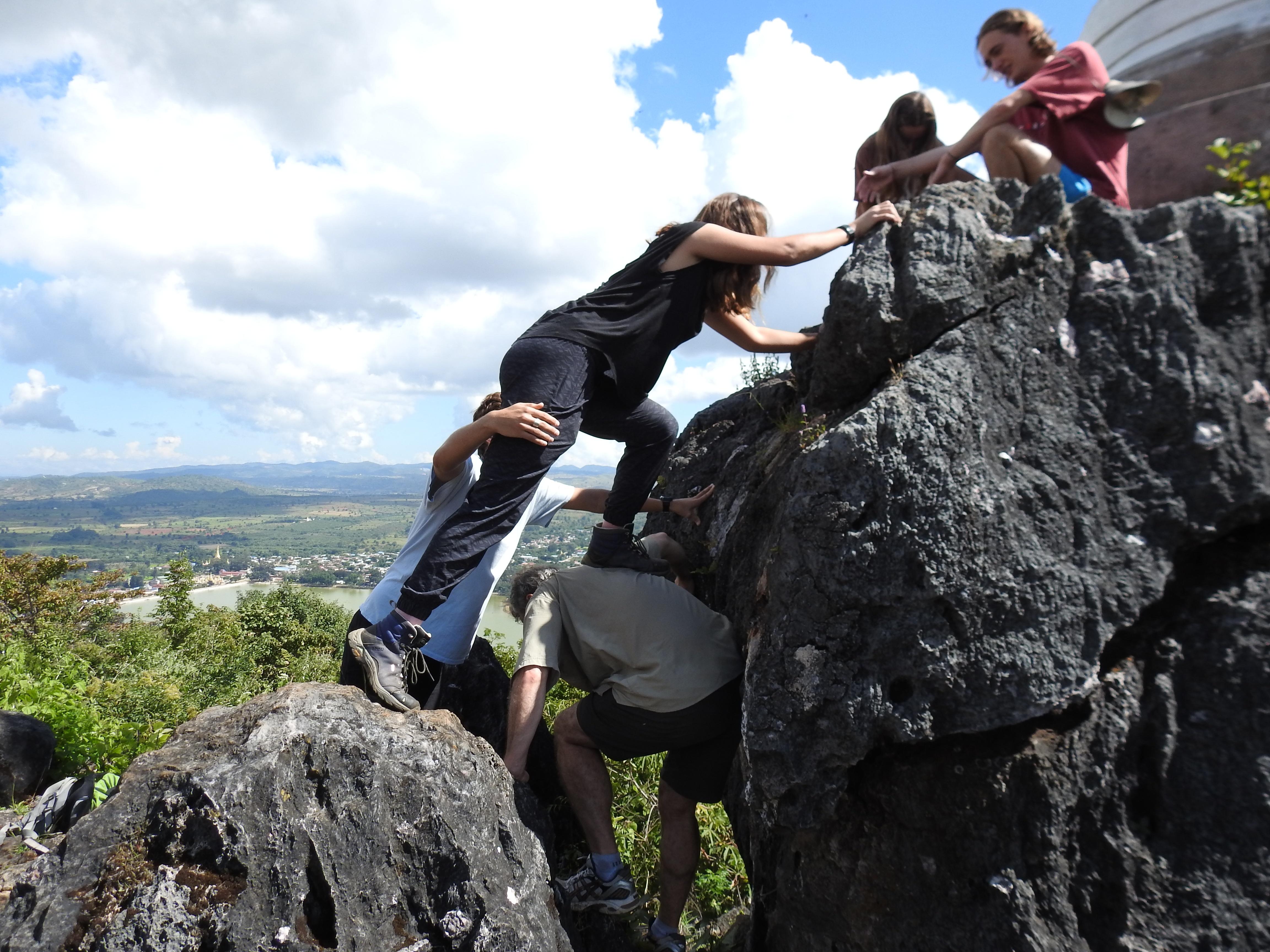V climbing down.jpg